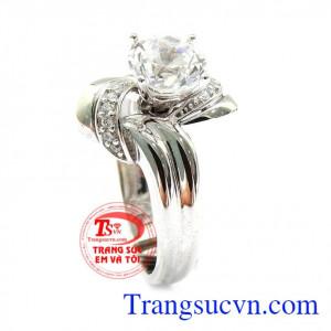 Nhẫn hoa hồng tinh tế