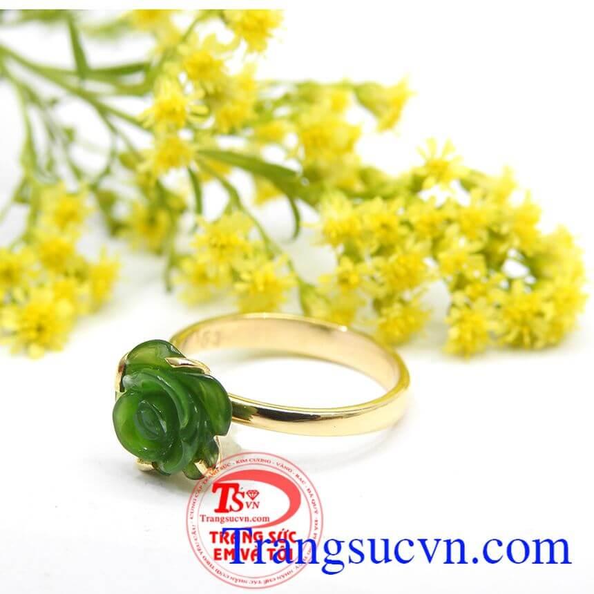Nhẫn nữ vàng gắn đá quý nephrite