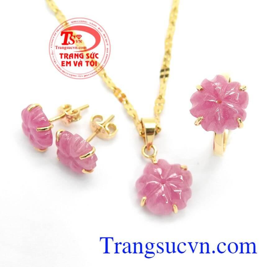 Thương hiệu dẫn đầu Việt Nam, sản phẩm đa dạng phong phú, được khách hàng tin tưởng nhiều năm liền,Bộ trang sức Ruby đẹp