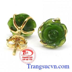 Hoa tai hoa hồng nephrite là sản phẩm hoa tai được chế tác từ đá Nephrite thiên nhiên. Hoa tai hoa hồng nephrite