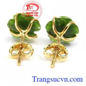 Sản phẩm sang trọng tôn nên vẻ đẹp cho phái nữ. Hoa tai hoa hồng nephrite