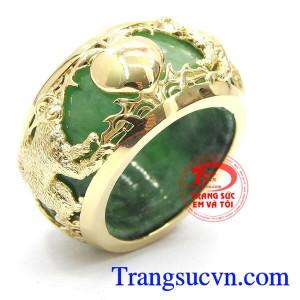 Nhẫn cẩm thạch bọc vàng tuổi thân