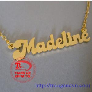Mặt chữ và dây chuyền vàng
