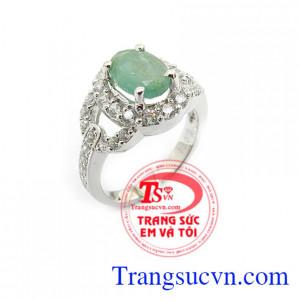 Nhẫn đính hôn gắn đá emerald
