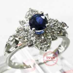 Nhẫn nữ gắn đá quý