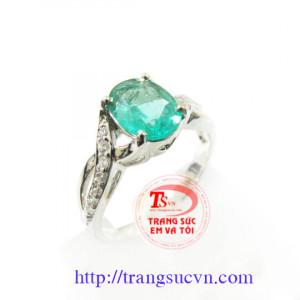 Nhẫn vàng trắng Emerald