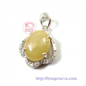 Mặt dây sapphire trắng phớt vàng
