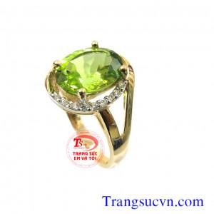 Nhẫn vàng 10k đá peridot thiên nhiên