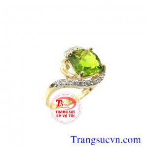 Nhẫn nữ vàng tây đá peridot thiên nhiên