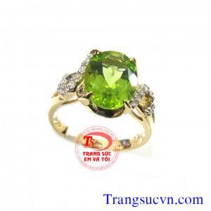Nhẫn đá peridot thiên nhiên vàng tây