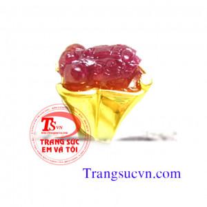 Nhẫn tỳ hưu ruby vàng tây