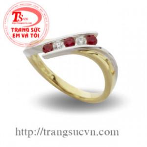 Nhẫn gắn đá quý