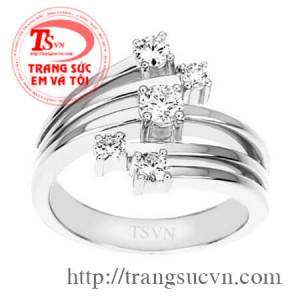 Nhẫn nữ kim cương cầu kỳ