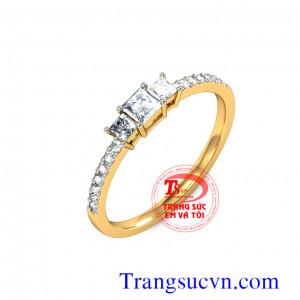 Nhẫn kim cương vàng tây