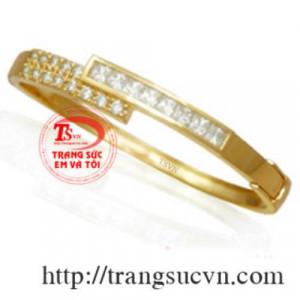 vòng tay vàng gắn kim cương thiên nhiên