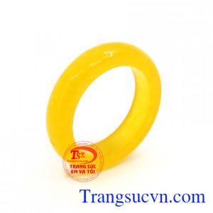 Nhẫn cẩm thạch màu vàng