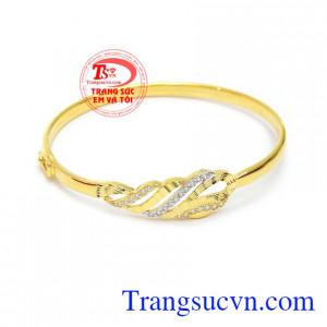 Vòng tay vàng xinh xắn