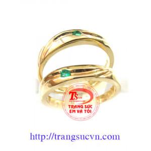 Nhẫn cưới ngọc lục bảo