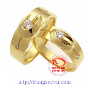 Nhẫn cưới kim cương hạt xoàn