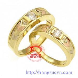 Nhẫn cưới vàng kim cương