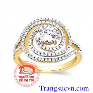 Nhẫn đính hôn vàng kim cương
