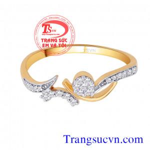Nhẫn đính hôn vàng kim cương thiên nhiên