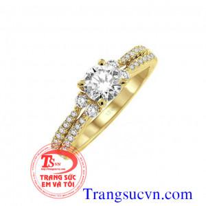 Nhẫn kim cương vàng màu