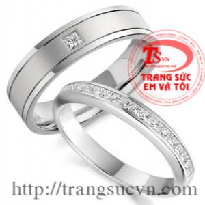 Nhẫn cưới màu trắng