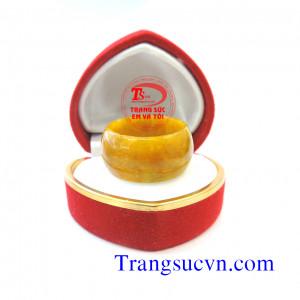 Nhẫn ngọc cẩm thạch màu vàng