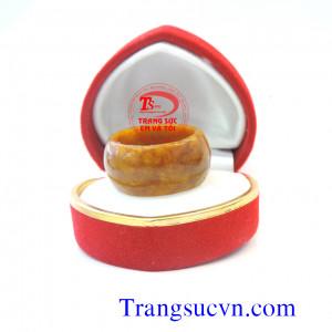 Nhẫn cẩm thạch vàng sẫm