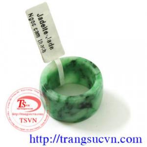 Nhẫn ngọc jadeite ngón út