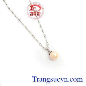 Mặt Dây Ngọc Trai Trang Nhã màu sắc đẹp, chất lượng đảm bảo, phù hợp nhiều loại dây chuyền khác nhau, mang lại sự trẻ trung, sang trọng và nhẹ nhàng