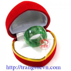 Nhẫn jadeite
