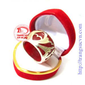 Nhẫn ngọc đỏ hoa văn