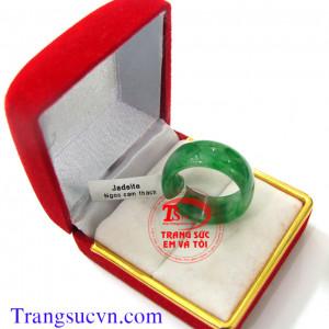 Nhẫn cẩm thạch miến điện