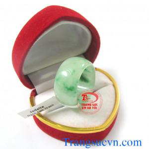 Nhẫn cẩm thạch-ngọc jadeite