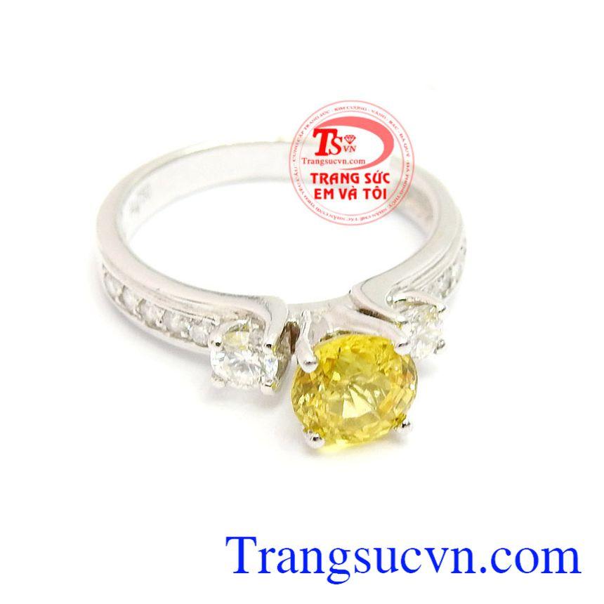 Sản phẩm đẹp sang trọng, quý giá. Nhẫn vàng kim cương và saphir vàng, bảo hành 12 tháng, giao hàng nhanh trên toàn quốc