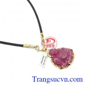 Mặt dây chế tác từ ruby thiên nhiên được bọc vàng đảm bảo tính bền đẹp cho sản phẩm
