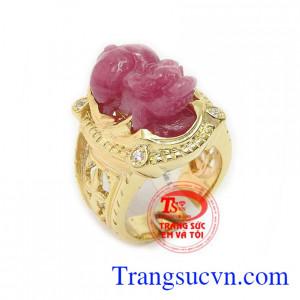 Nhẫn nam tì hưu ruby đẳng cấp là sản phẩm ruby thiên nhiên được chế tác tì hưu tinh tế