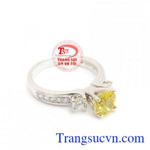 Nhẫn vàng kim cương và saphir vàng