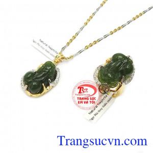 Bộ trang sức kết hợp từ mặt dây, nhẫn và dây chuyền