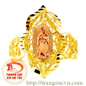 Nhẫn khắc hình chúa