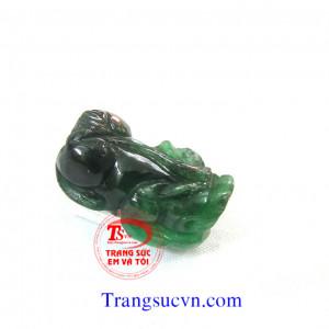 Ngọc jadeite tỳ hưu xanh đậm thiên nhiên