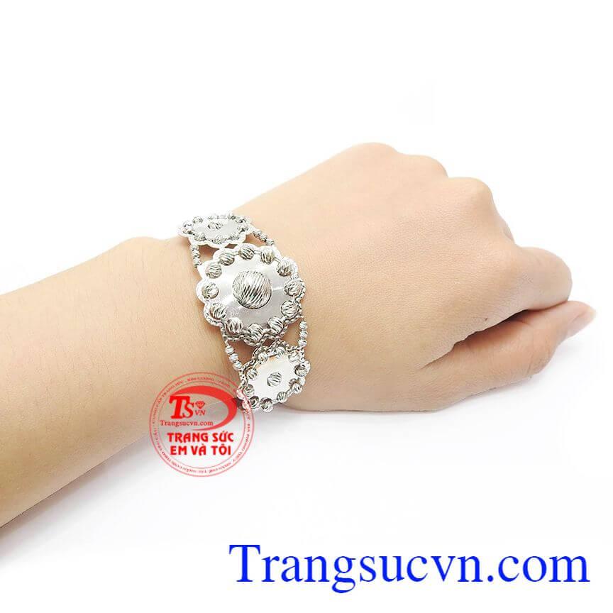 Vòng tay vàng tây sang trọng, dễ dàng kết hợp cùng nhiều trang sức khác
