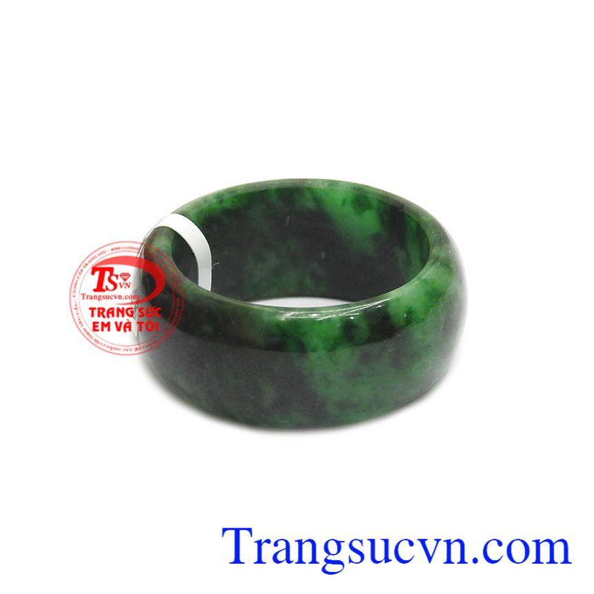 Nhẫn cẩm thạch thiên nhiên phát tài phù hợp với nhiều độ tuổi và đặc biệt không phân biệt mệnh