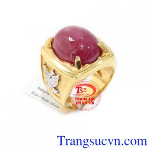 Nhẫn nam ruby đẹp sang trọng là sản phẩm nhẫn nam vàng 18k, có gắn đá ruby thiên nhiên tinh tế