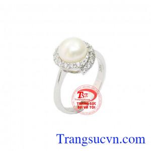 Nhẫn nữ ngọc trai trắng tinh tế