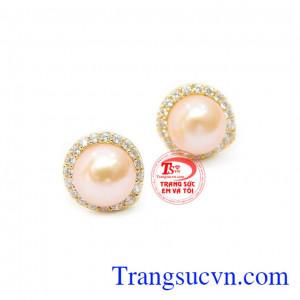 Ngọc trai hông nhẹ nhàng, tinh tế, kết hợp với vàng 14k bền đẹp
