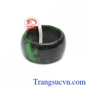 Nhẫn cẩm thạch thiên nhiên bình an được chạm khắc kiểu lá hẹ sang trọng