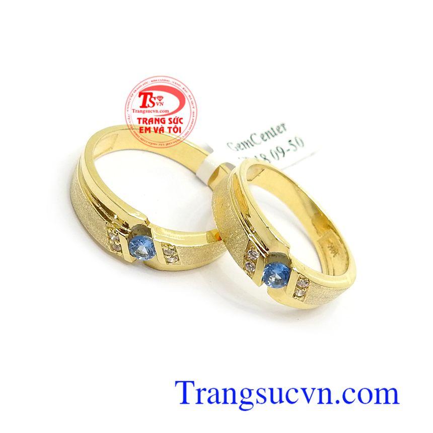 Nhẫn cưới Topaz hạnh phúc lứa đôi là biểu tượng cho tình yêu, niềm vui, sự giàu có và lòng chung thủy của các cặp đôi, là kết tinh của tình yêu đôi lứa